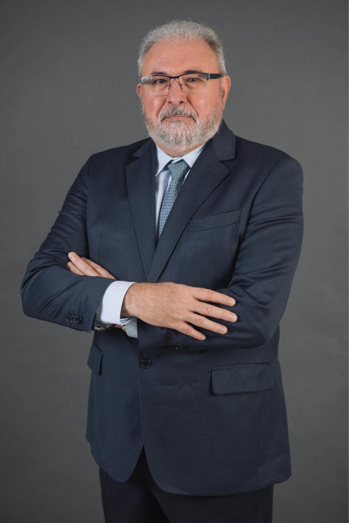 Alberto Fabrini Junior é o novo presidente do Conselho Diretor da Associação Brasileira do Alumínio para o biênio 2015/2017. Atualmente, também ocupa o cargo de vice-presidente executivo de Bauxita & Alumina da Hydro. O executivo integra o Board Corporativo da companhia desde junho de 2014. Com mais de trinta anos de experiência na indústria do alumínio, Fabrini já passou por empresas como Alcoa e Alpart, além de ter sido presidente da Albras e CEO da fábrica da Hydro em Kurri Kurri, na Austrália. (Divulgação)