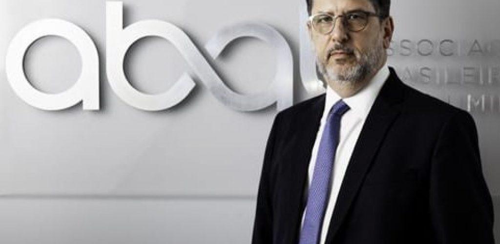 Engenheiro mecânico e economista especialista em gestão, Milton Rego é presidente-executivo da Associação Brasileira do Alumínio (ABAL). Acumula mais de 20 anos de experiência em diversos segmentos da indústria (Imagem: ABAL/DanielaToviansky)