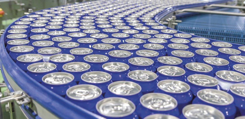 Brasil é o 3º maior produtor mundial de latinhas de alumínio: cerca de 50% de toda cerveja produzida no País já é envasada em latas