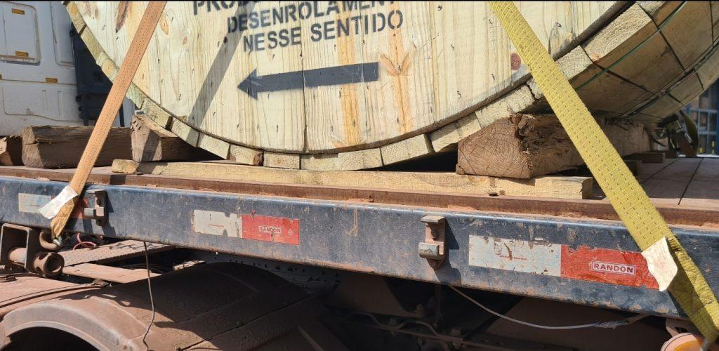 Berços de madeira dão mais estabilidade no transporte de cabos elétricos
