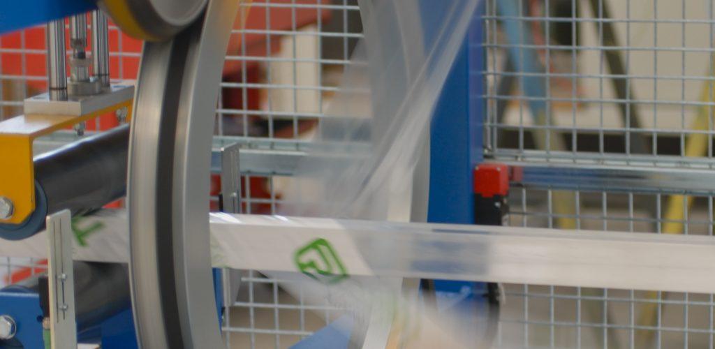 Máquinas de embalagem de perfis dão qualidade ao produto final - Divulgação - Safetech
